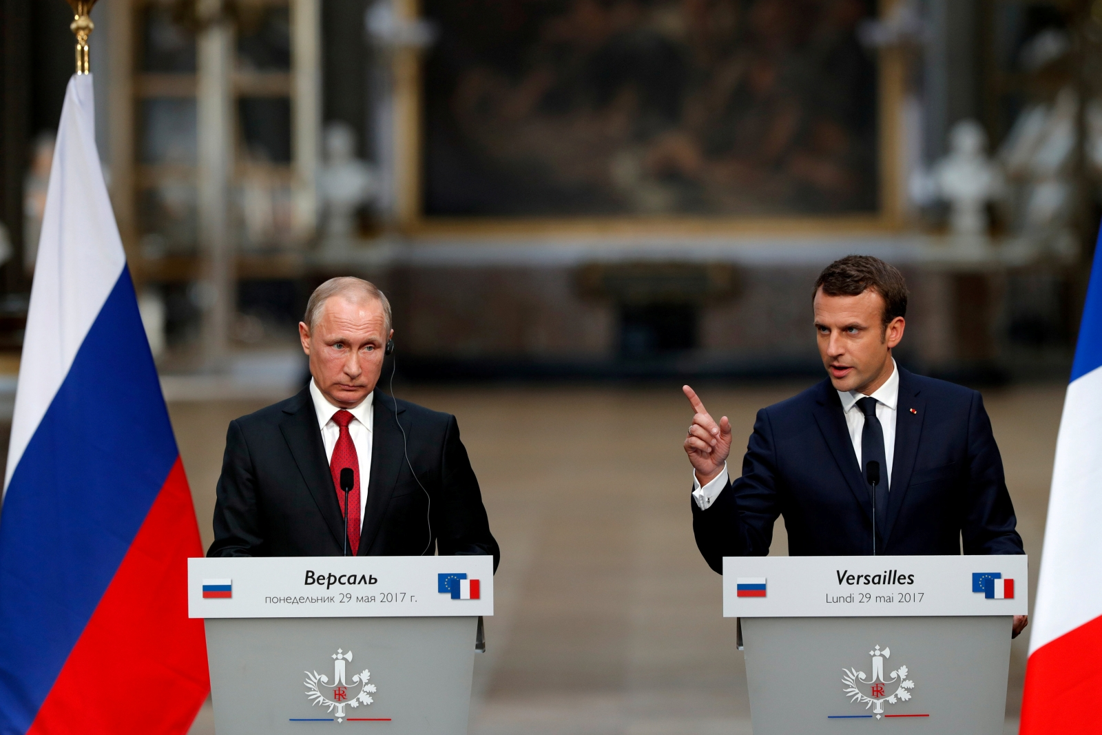 Putin meets with Macron