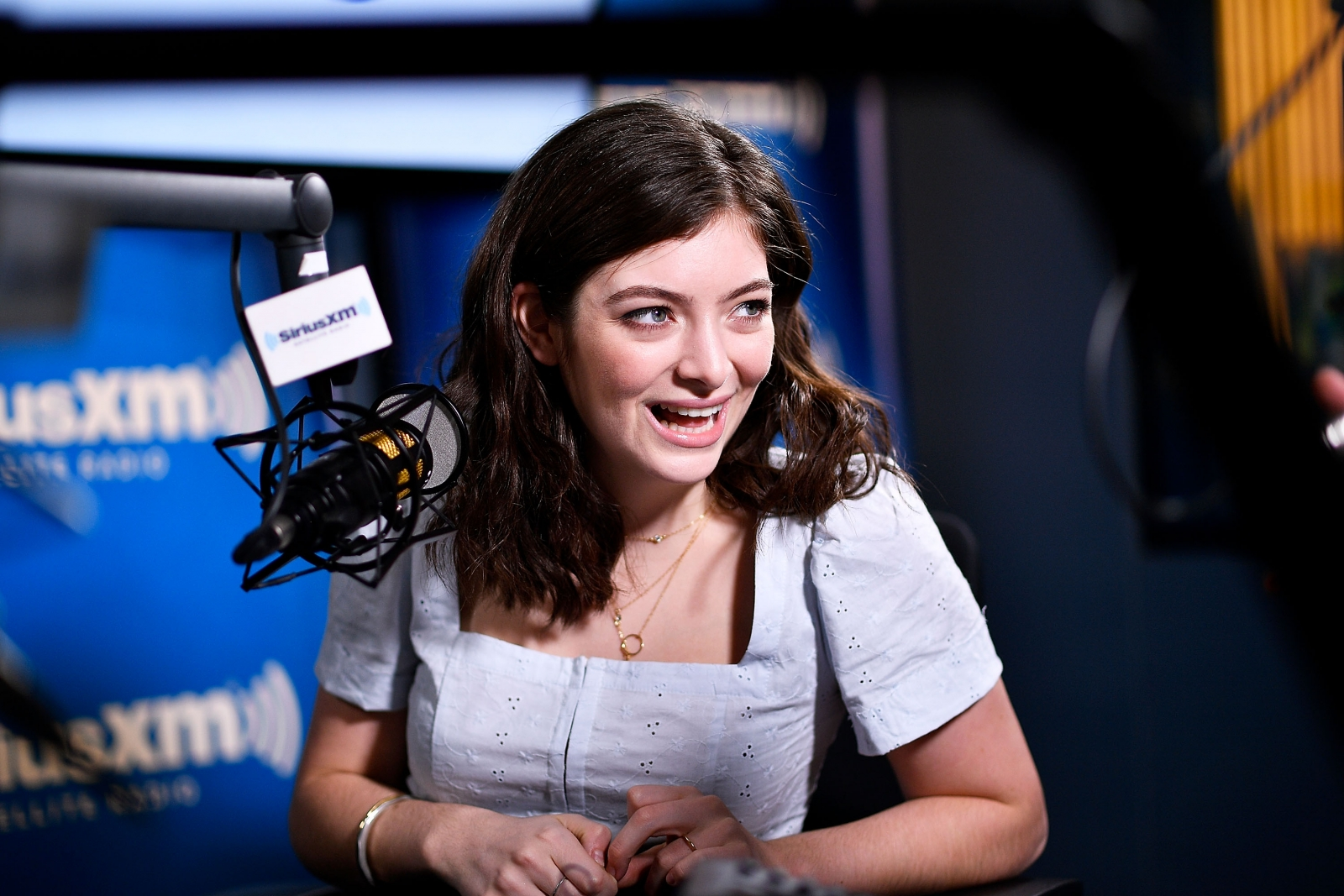 Lorde surprises shop assistant with Governors Ball invite