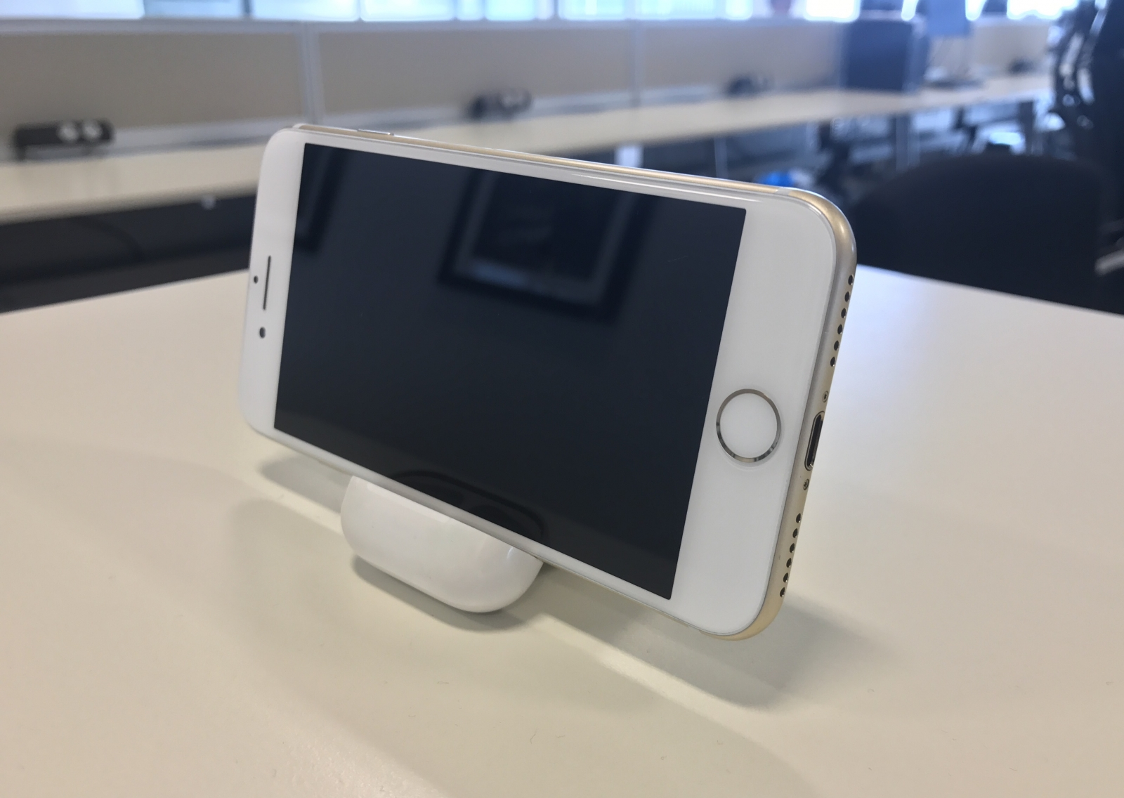 AirPod iPhone hack trick stand