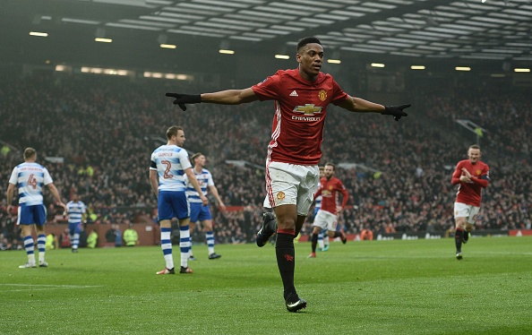 Winger Martial to stay at Man United