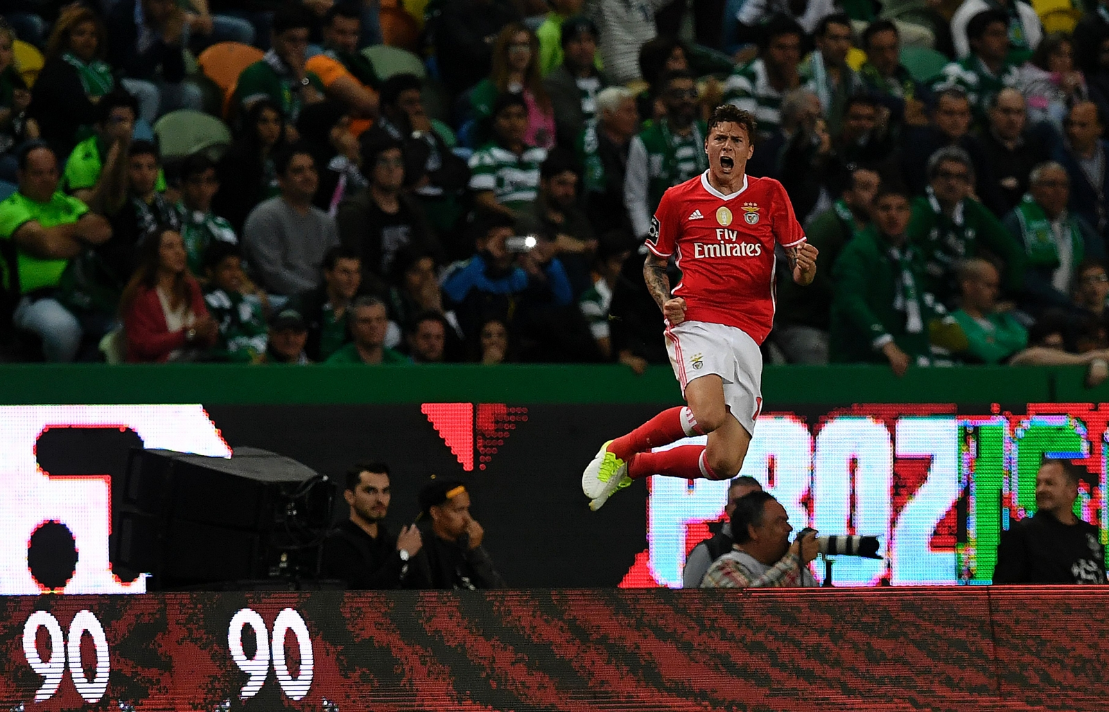 Manchester United to make £30m Victor Lindelof transfer announcement next week