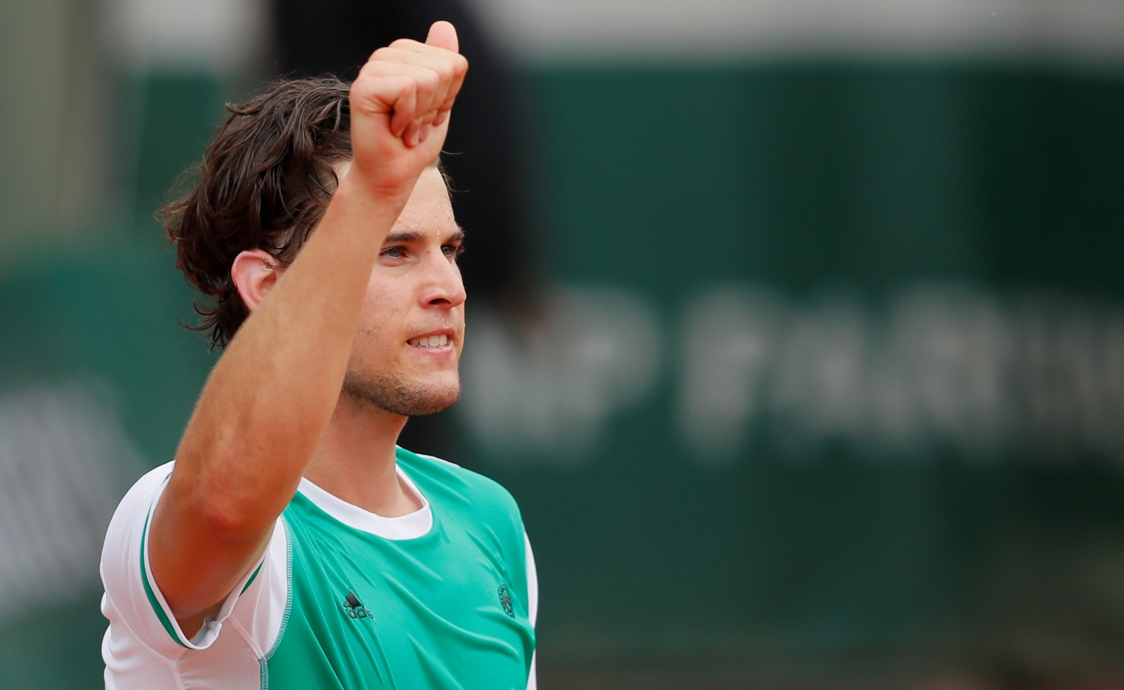 Thiem tames Djokovic to reach French Open semis