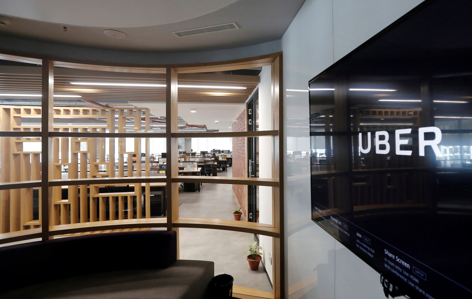 Uber hires Harvard expert to fix leadership woes
