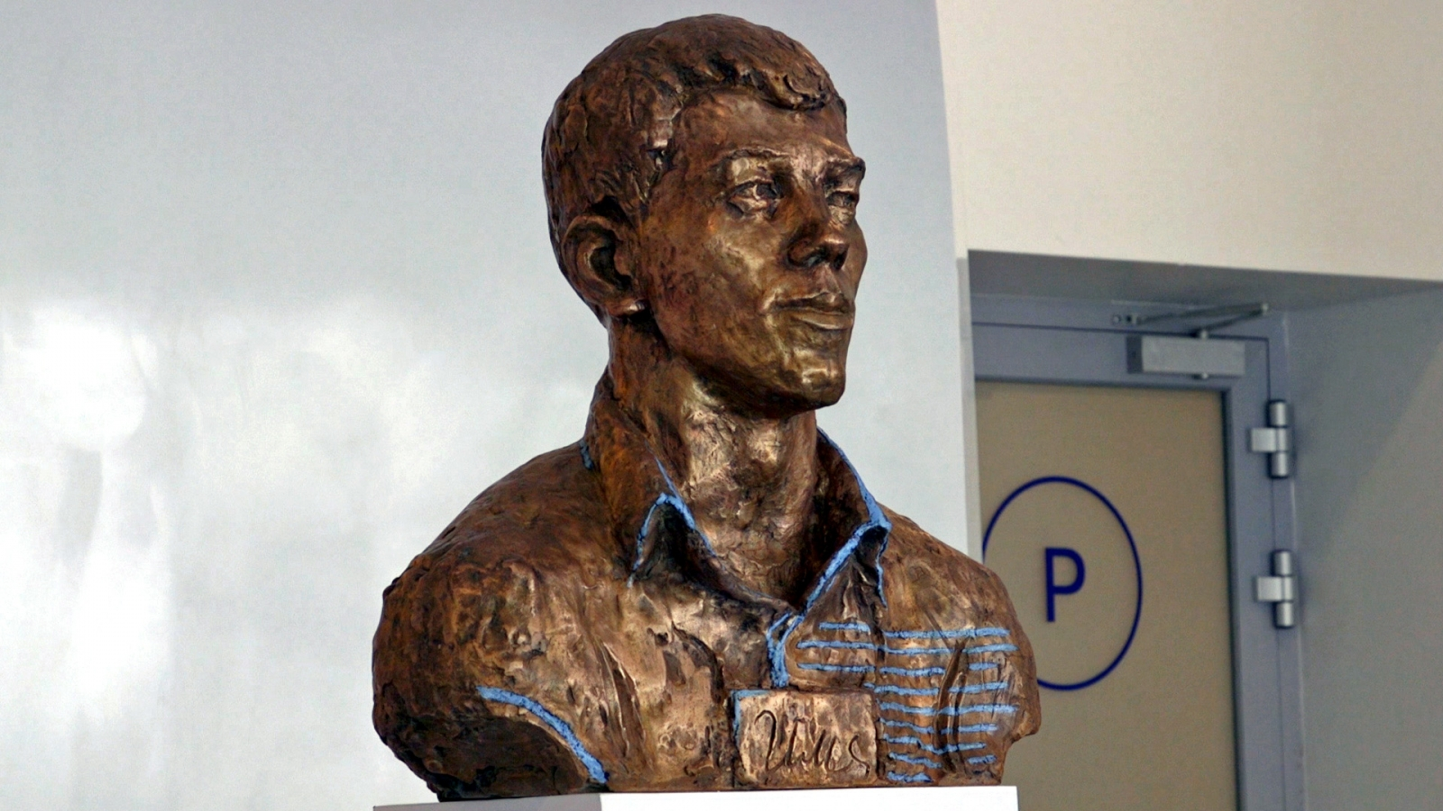 Bronze bust of Yandex co-founder Ilya Segalovich