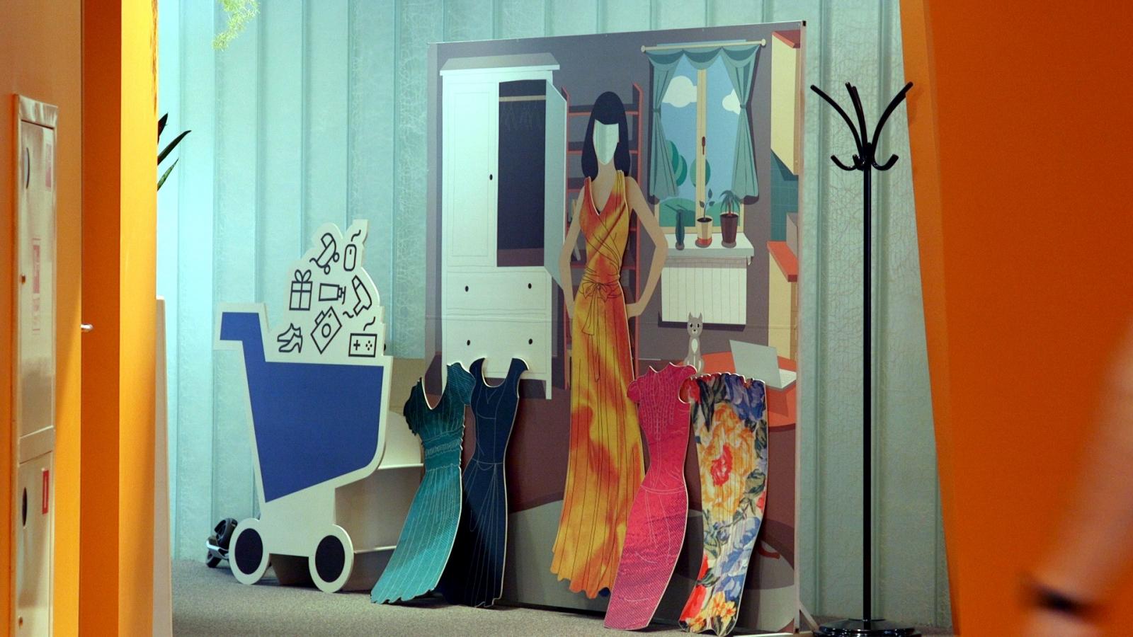 Yandex giant dress-up doll set