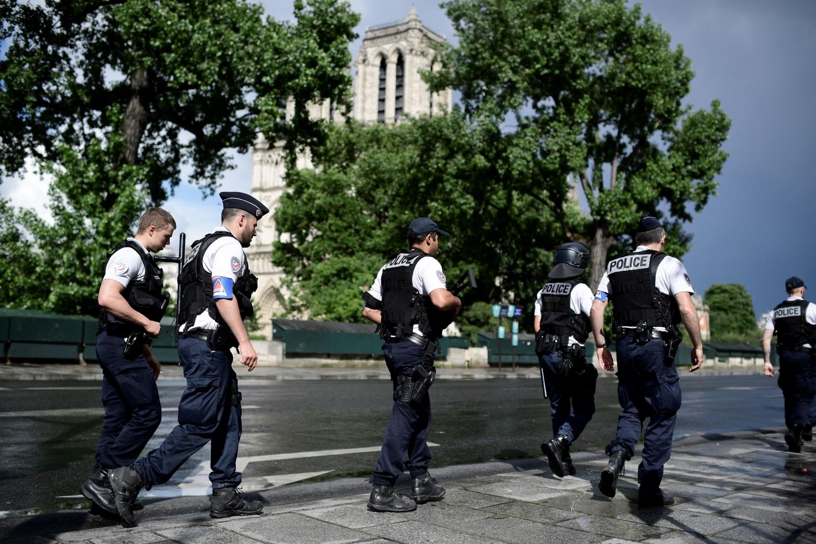 Notre Dame France Paris Police
