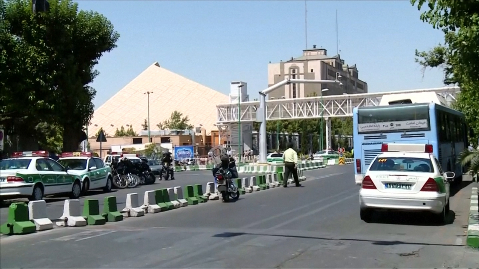 islamic-state-launch-simultaneous-twin-attacks-on-iran-capital