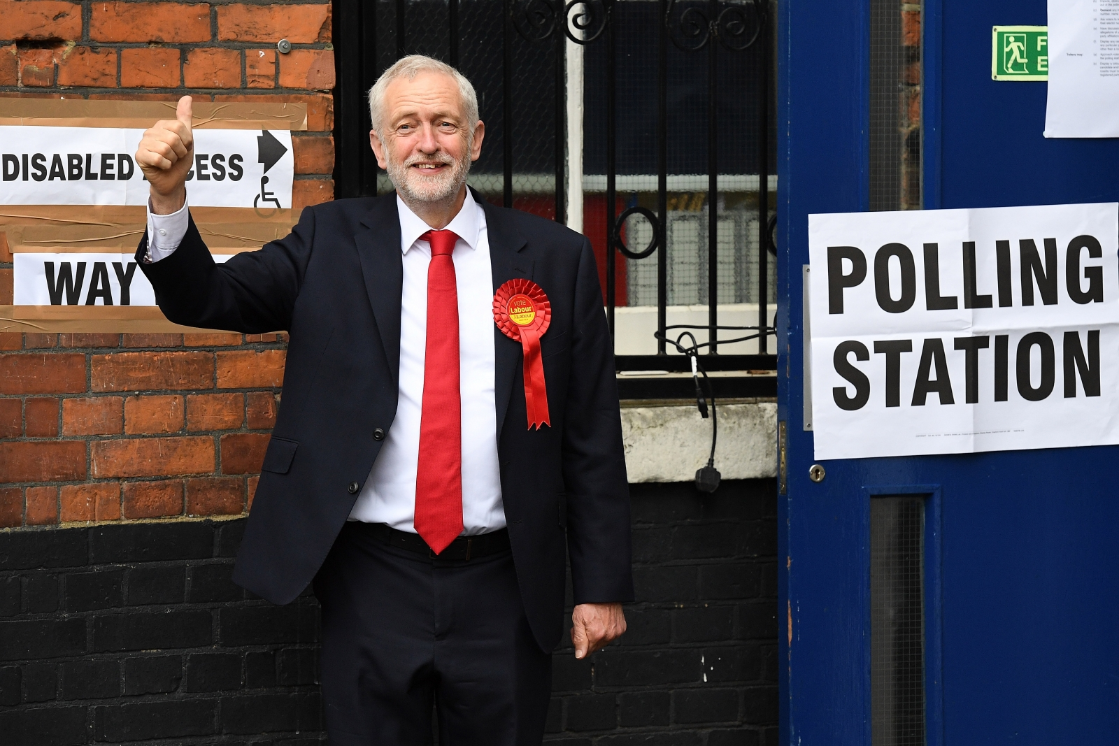 Jeremy Corbyn voting