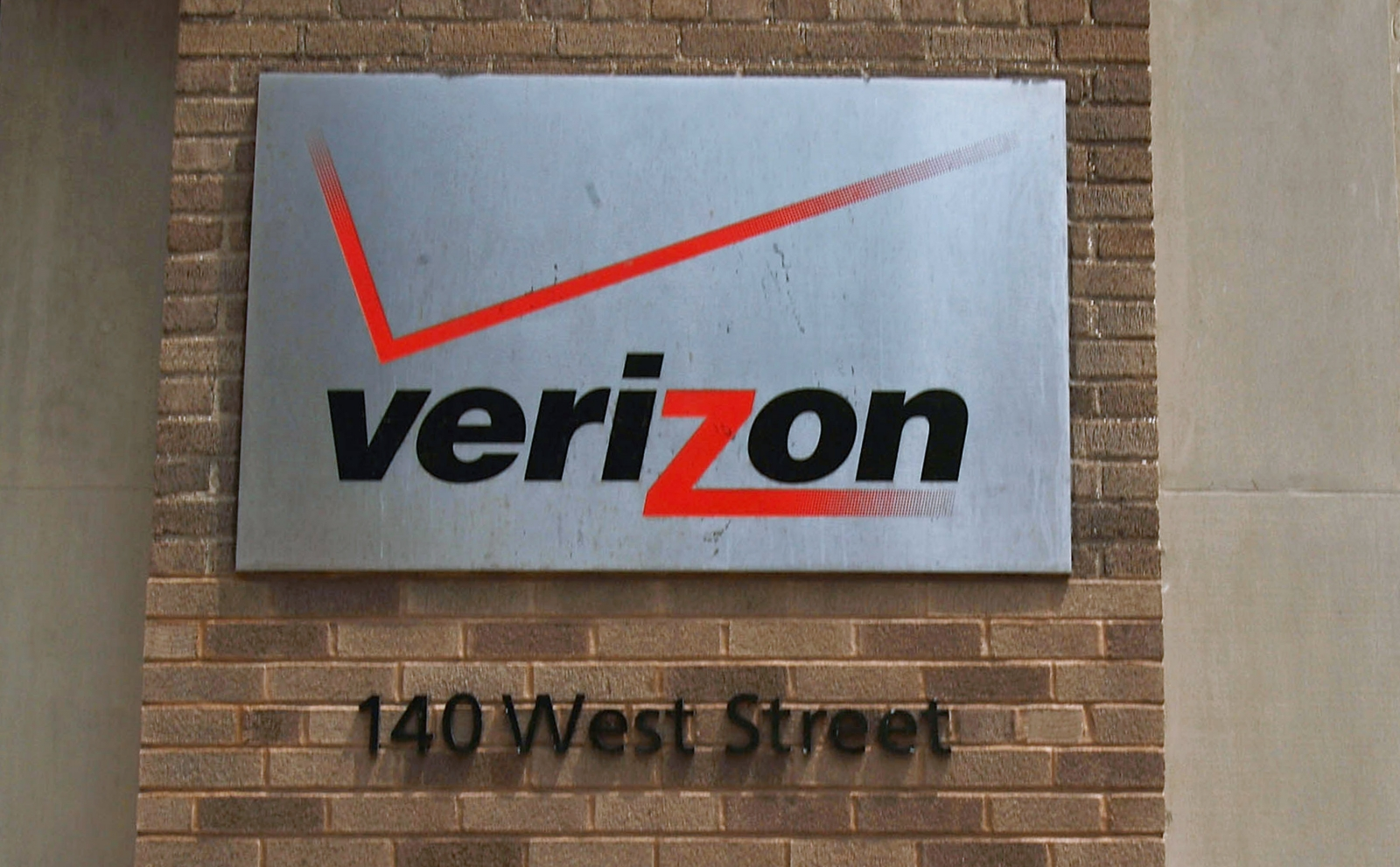 Verizon to cut 2,000 jobs