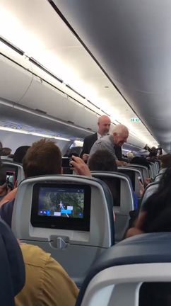 jimmy-carter-shakes-the-hand-of-everyone-on-his-flight