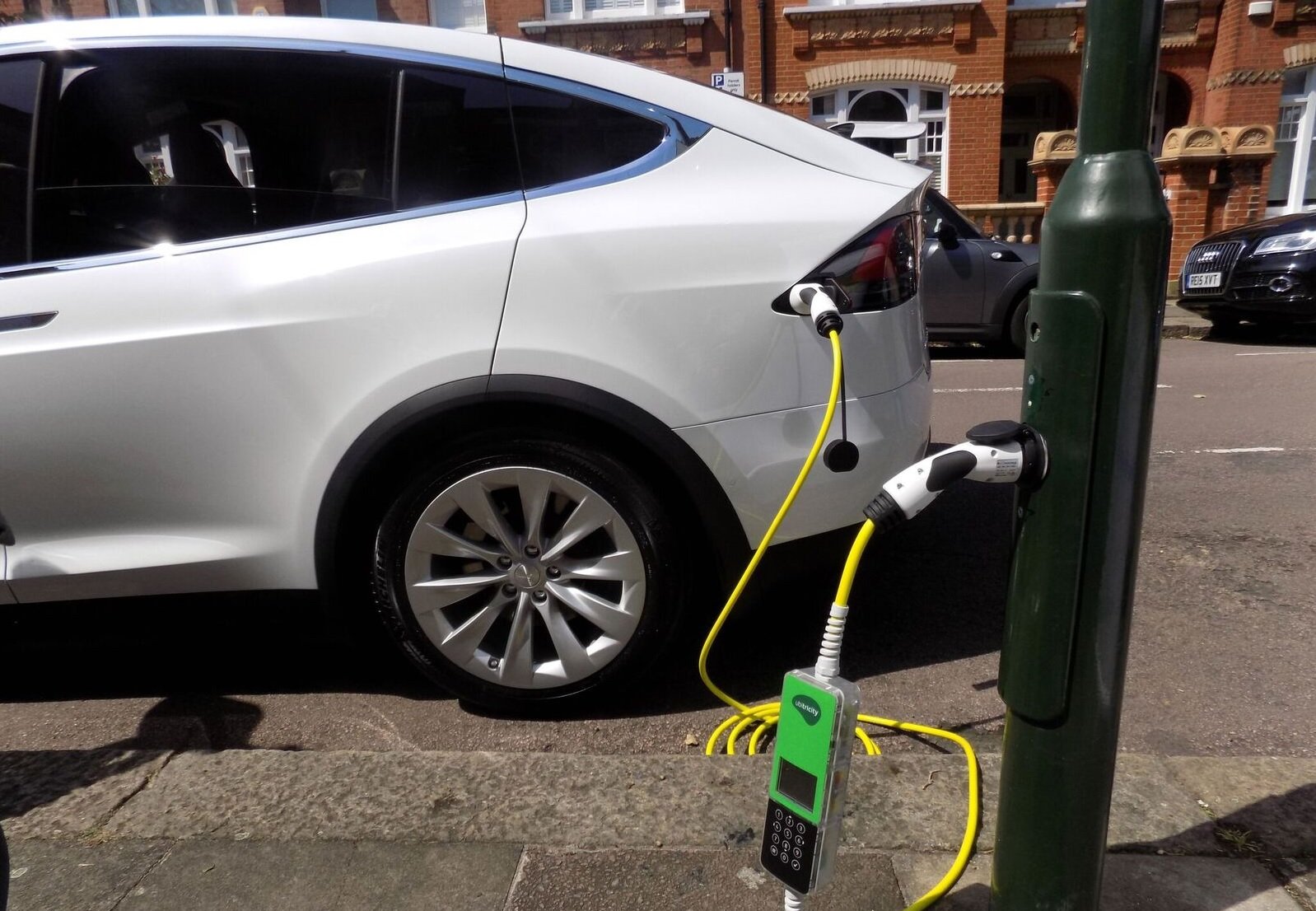 Tesla Model X with Ubtricity lamppost charger