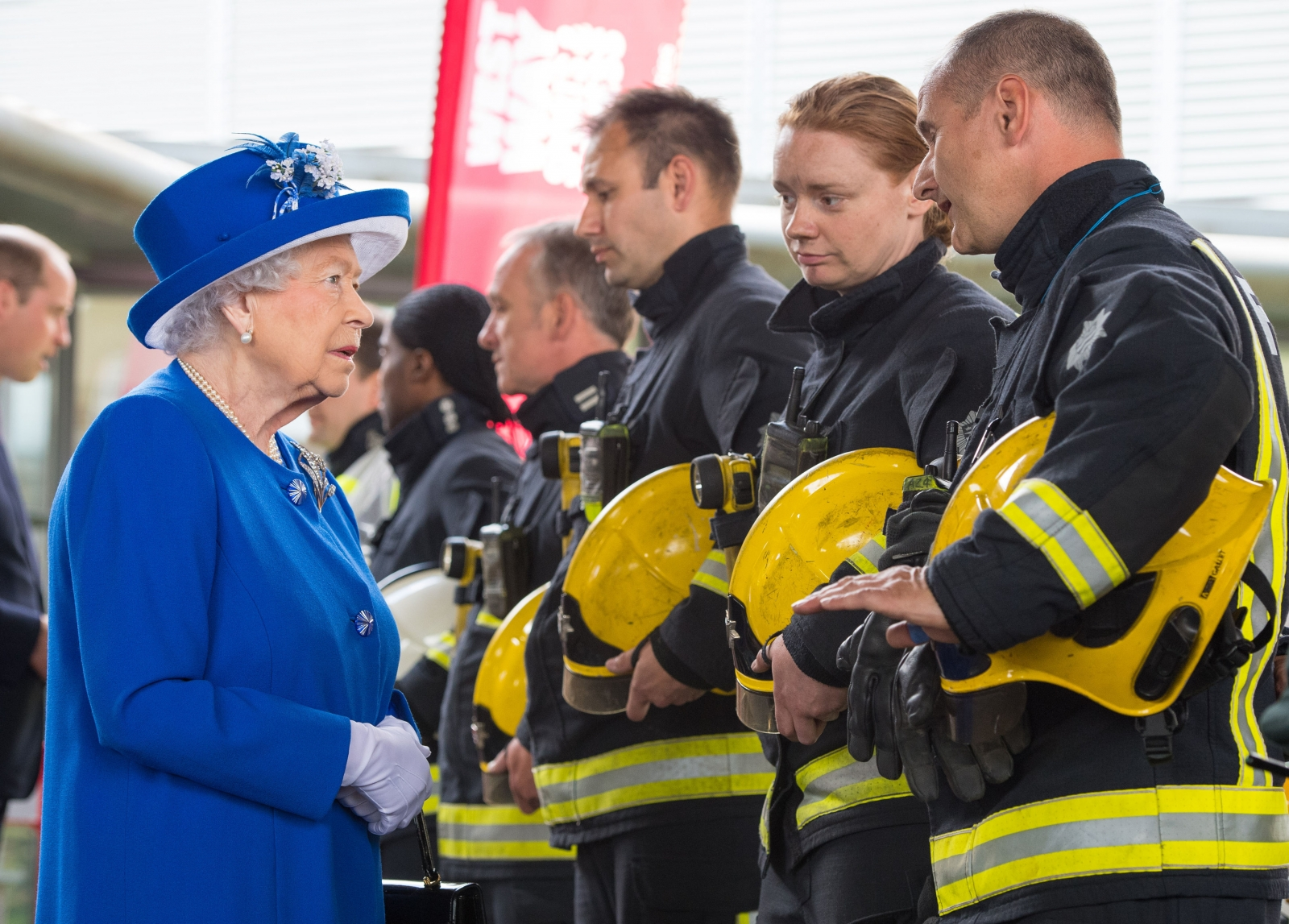 queen-elizabeth-and-prince-william-meet-locals-affected-by-grenfell-tower-fire