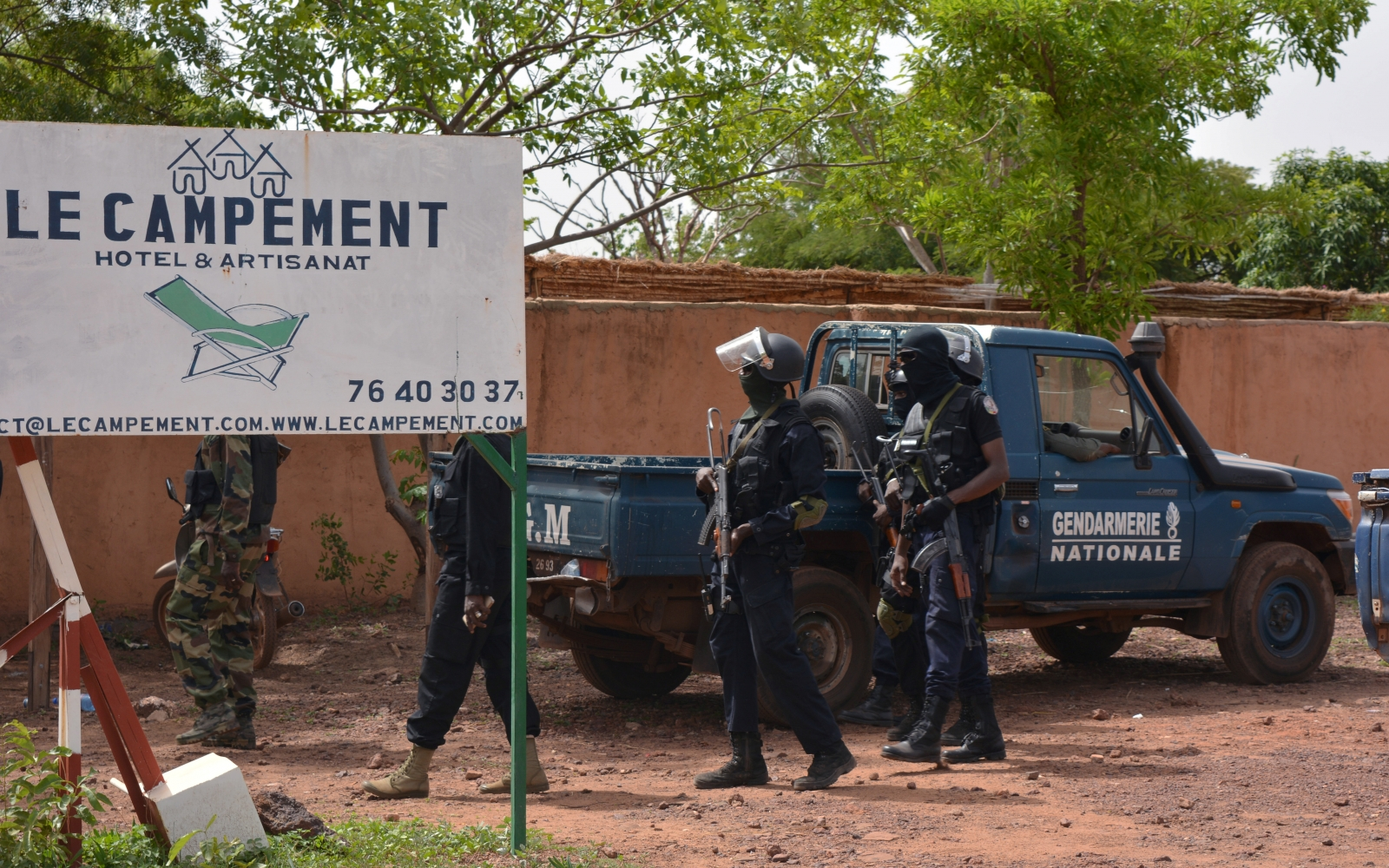 Mali: Gunmen storm tourist resort, kill two