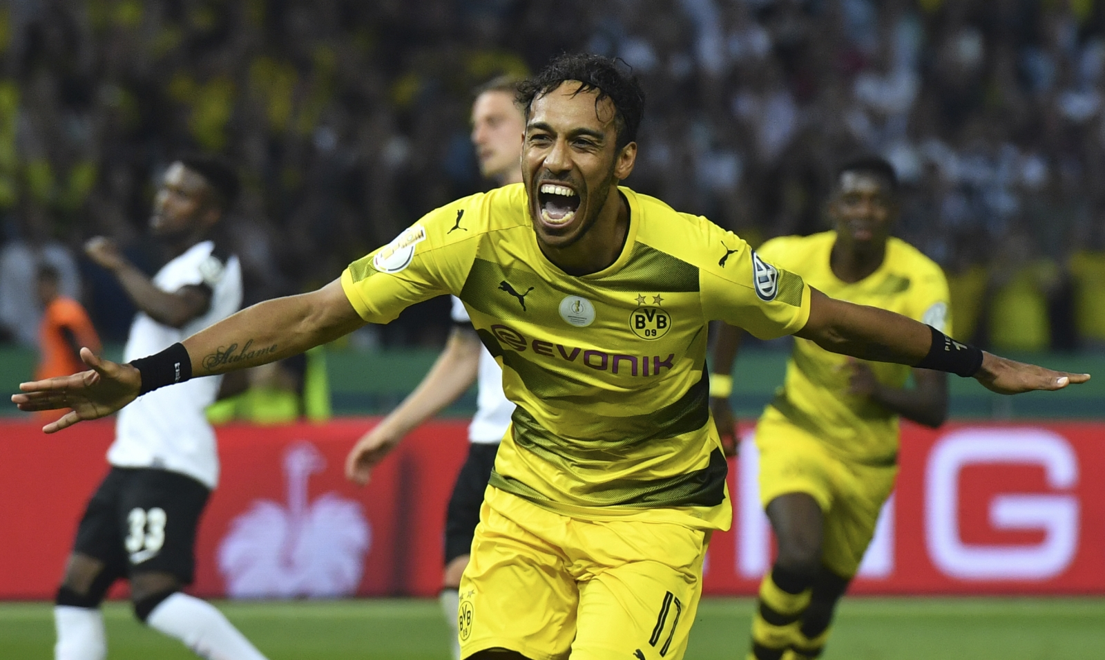 Aubameyang wants record Liverpool FC move