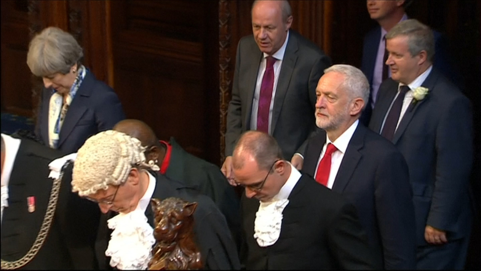 Jeremy Corbyn does not bow during Queen's Speech
