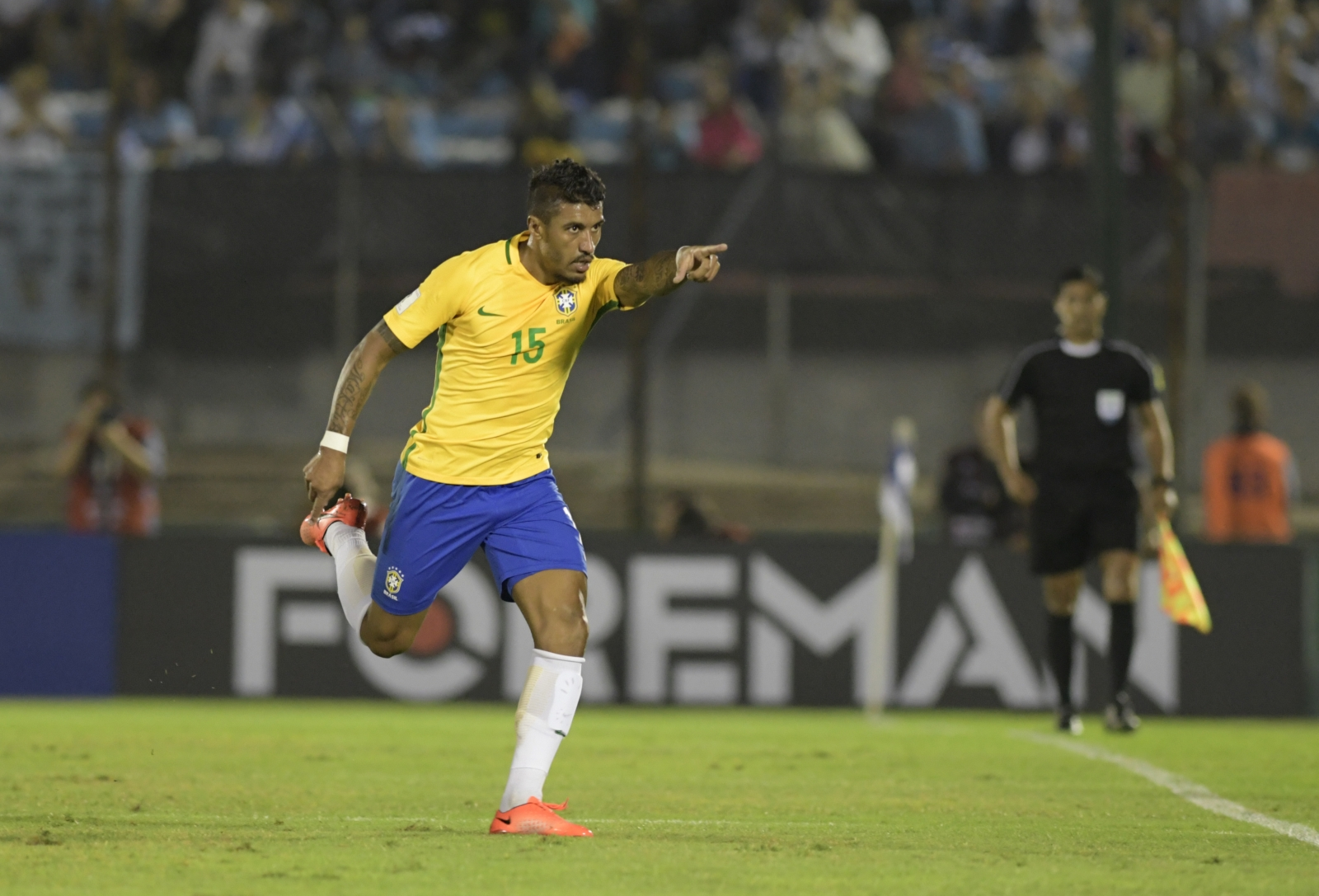 Reported Barcelona target 'Paulinho will not leave Guangzhou' - Scolari