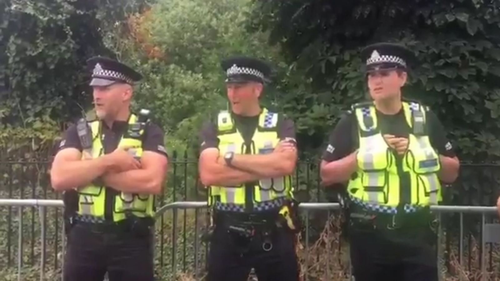 police-greet-glastonbury-revellers-by-forming-choir-and-singing-delilah