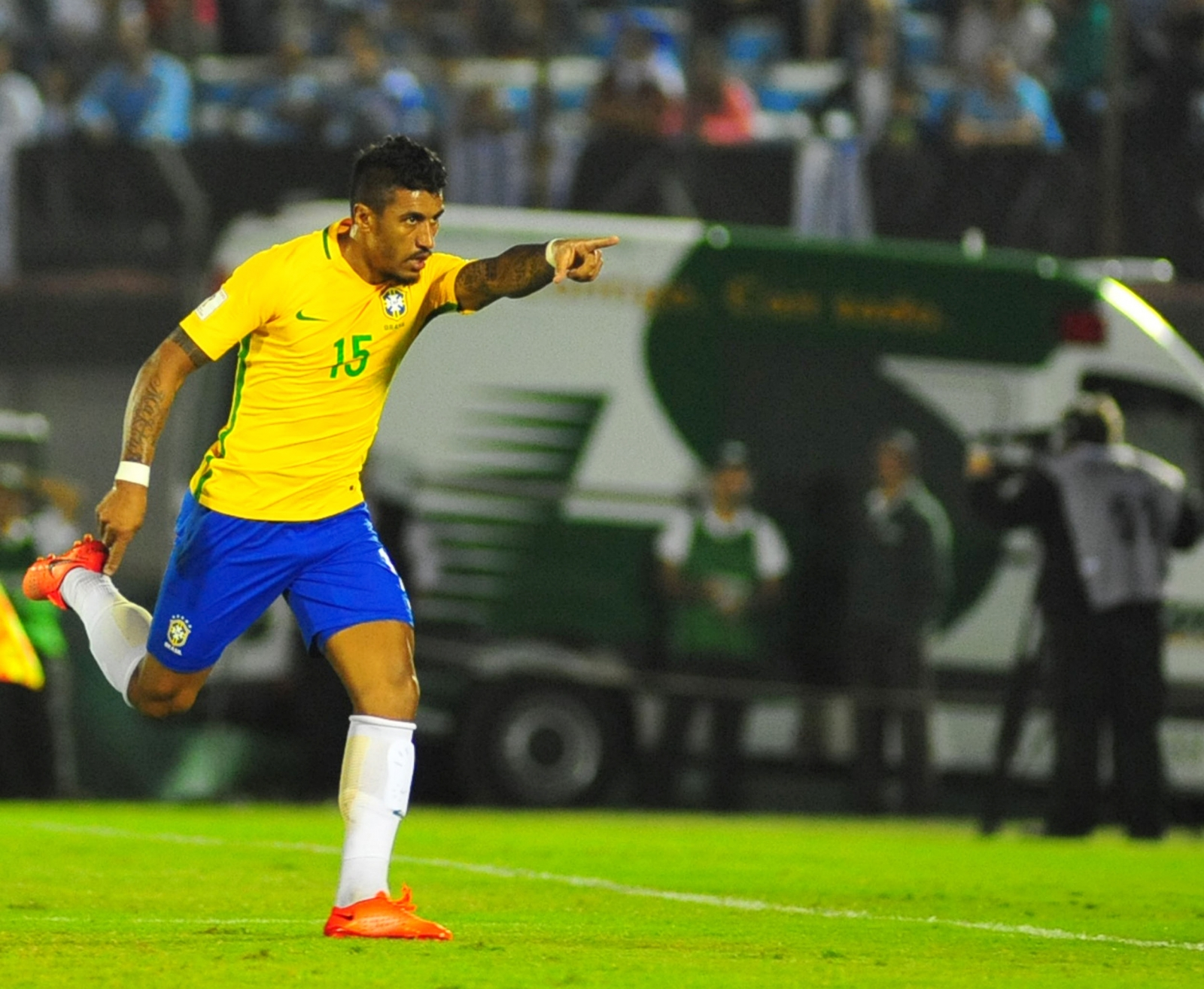 Paulinho unlikely to complete Barcelona move: Scolari