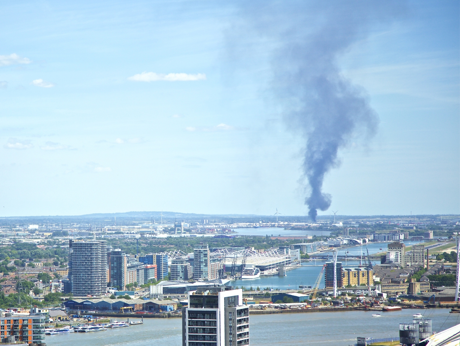London fire: Rainham vehicle yard blaze sends black smoke rising over capital