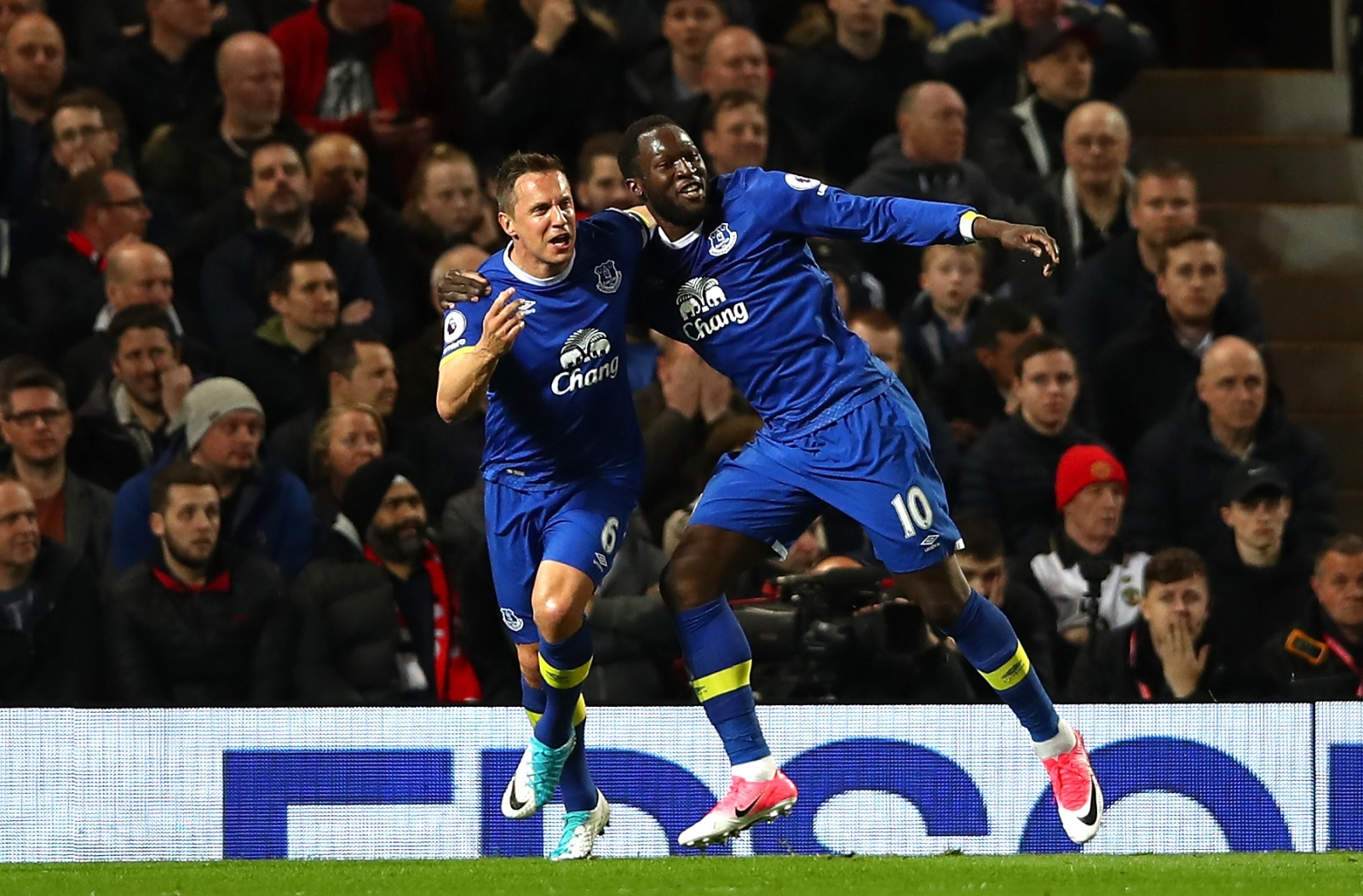 Phil Jagielka and Romelu Lukaku