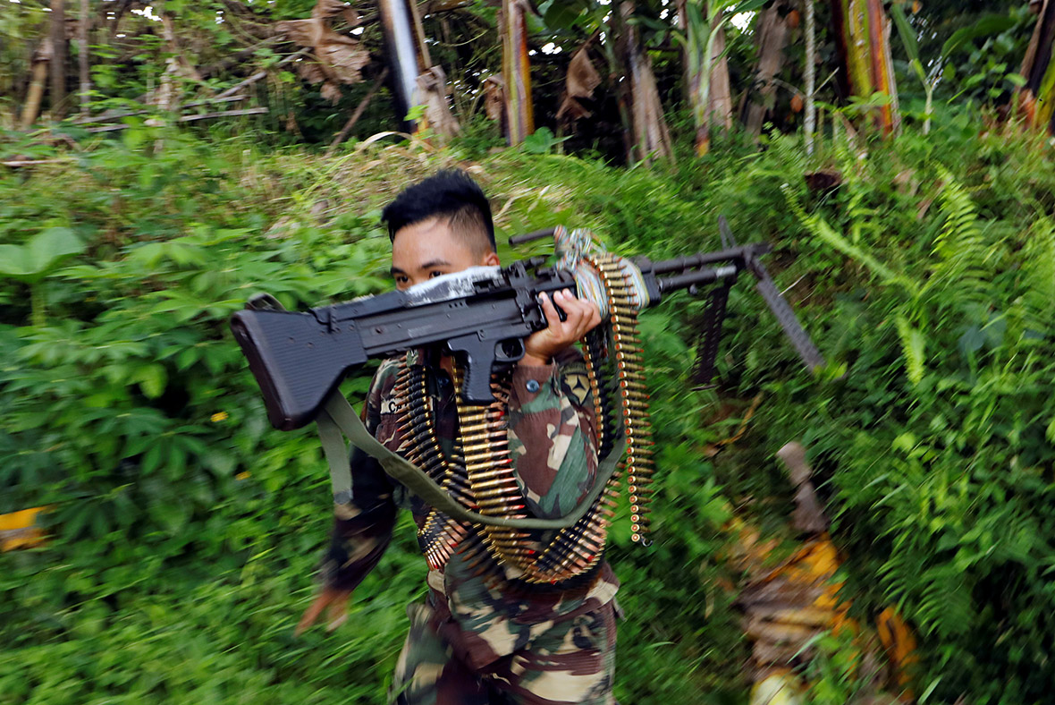 Hostages in Marawi forced to fight, loot