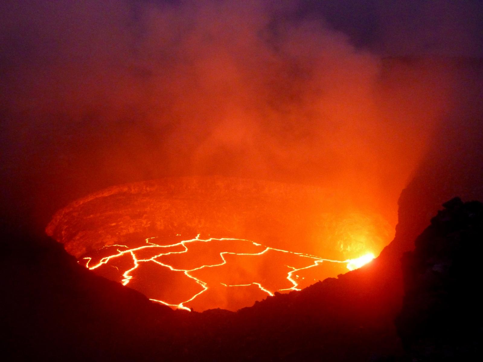 k lauea volcano continues to splutter lava helping us predict future devastating eruptions. Black Bedroom Furniture Sets. Home Design Ideas