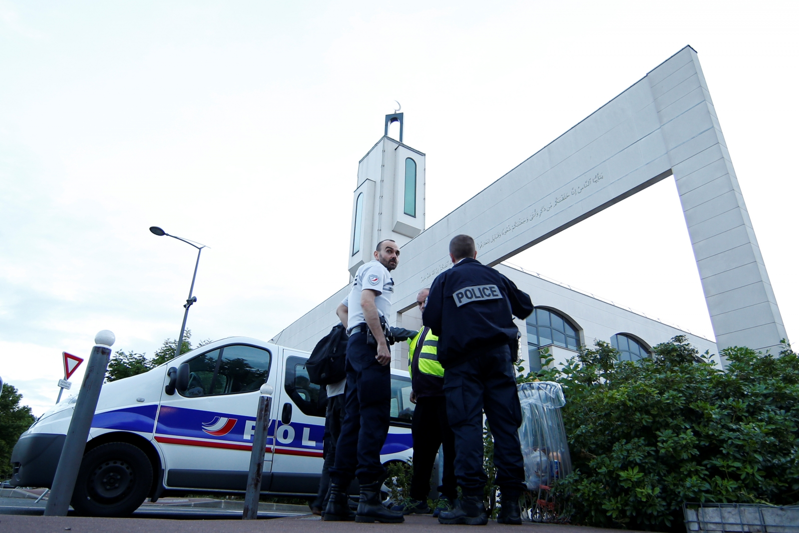 Man arrested after attempting to ram vehicle into crowd outside Paris mosque