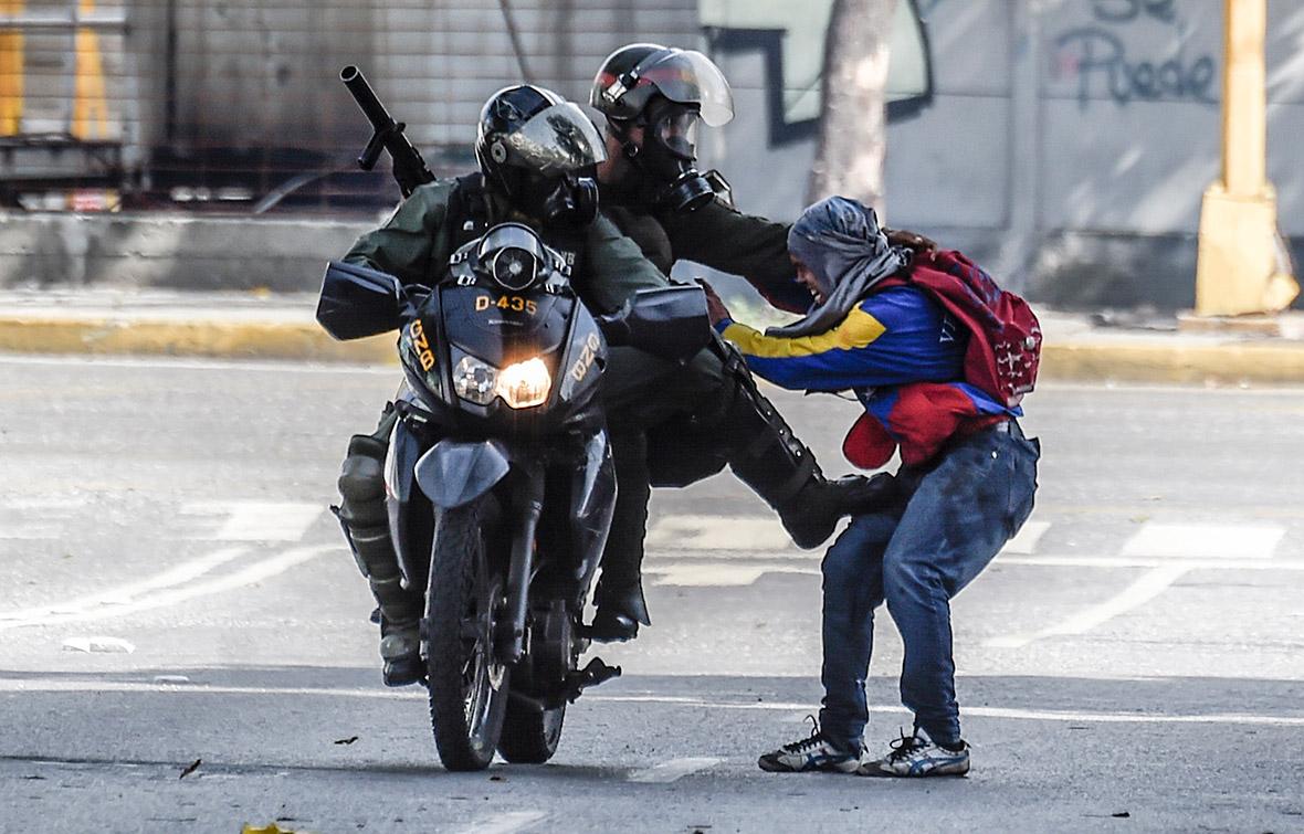 Caracas venezuela protests national guard