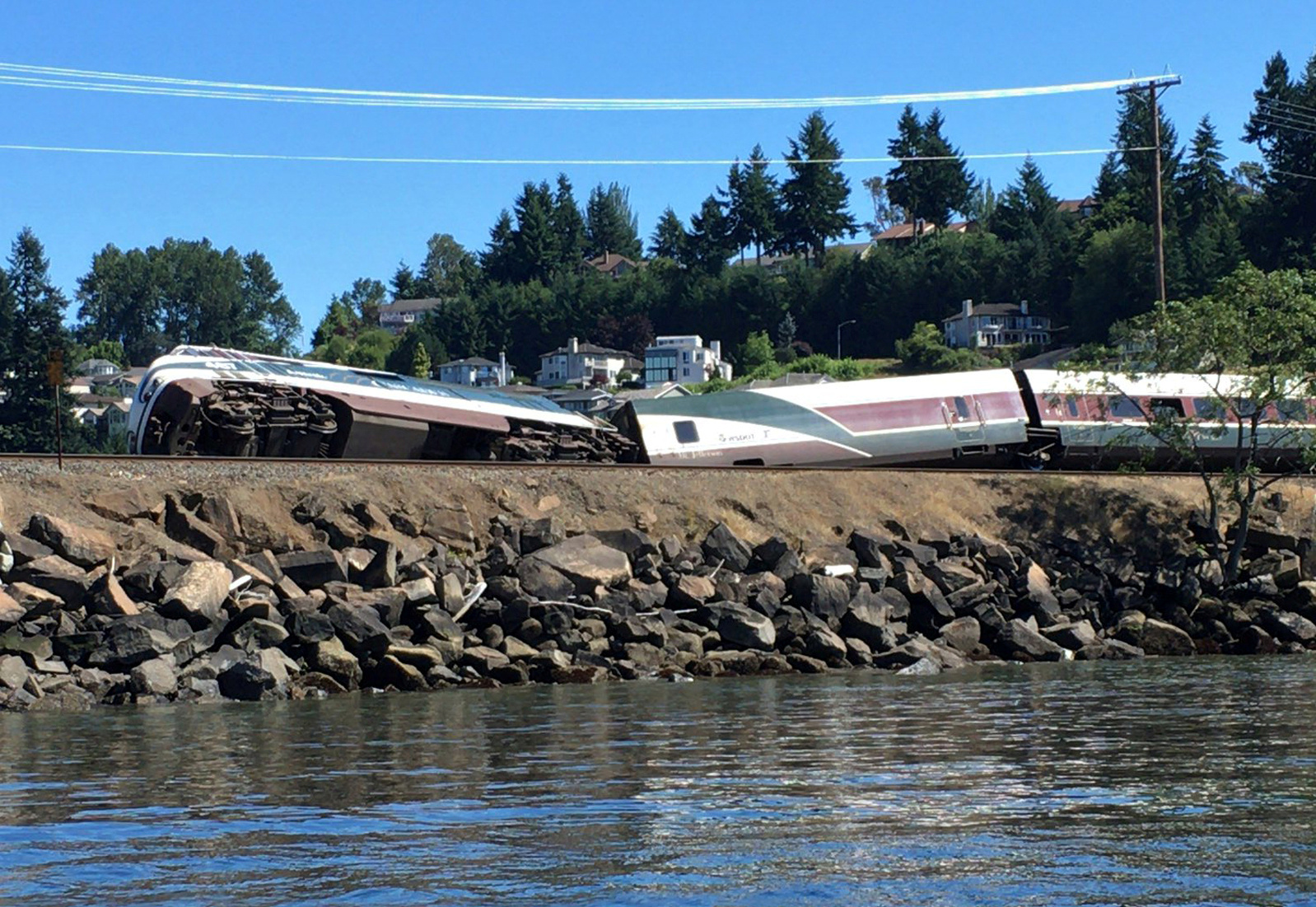 Sheriff: No injuries after Amtrak train derails near Steilacoom