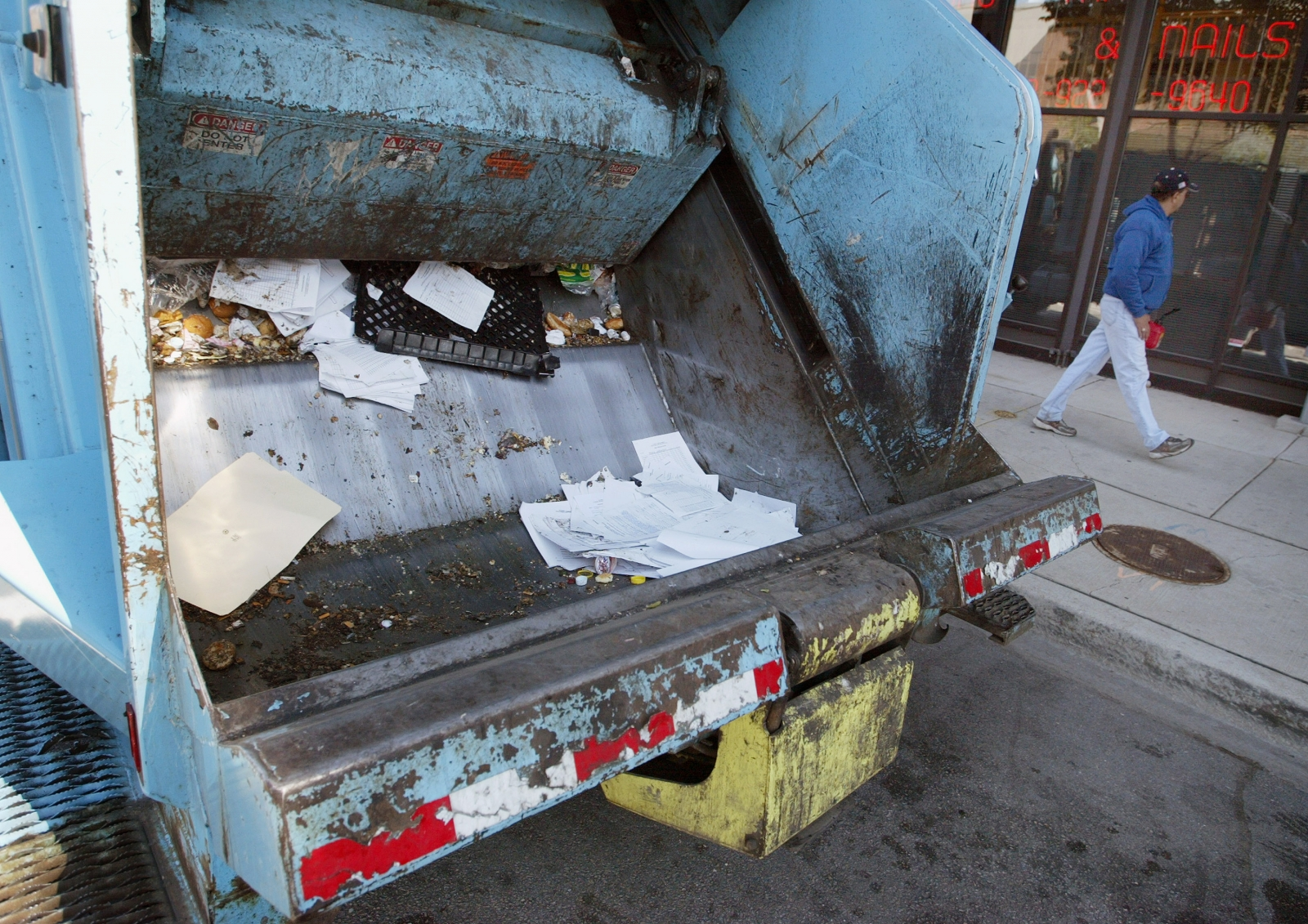 kansas man sleeping in dumpster is crushed after being