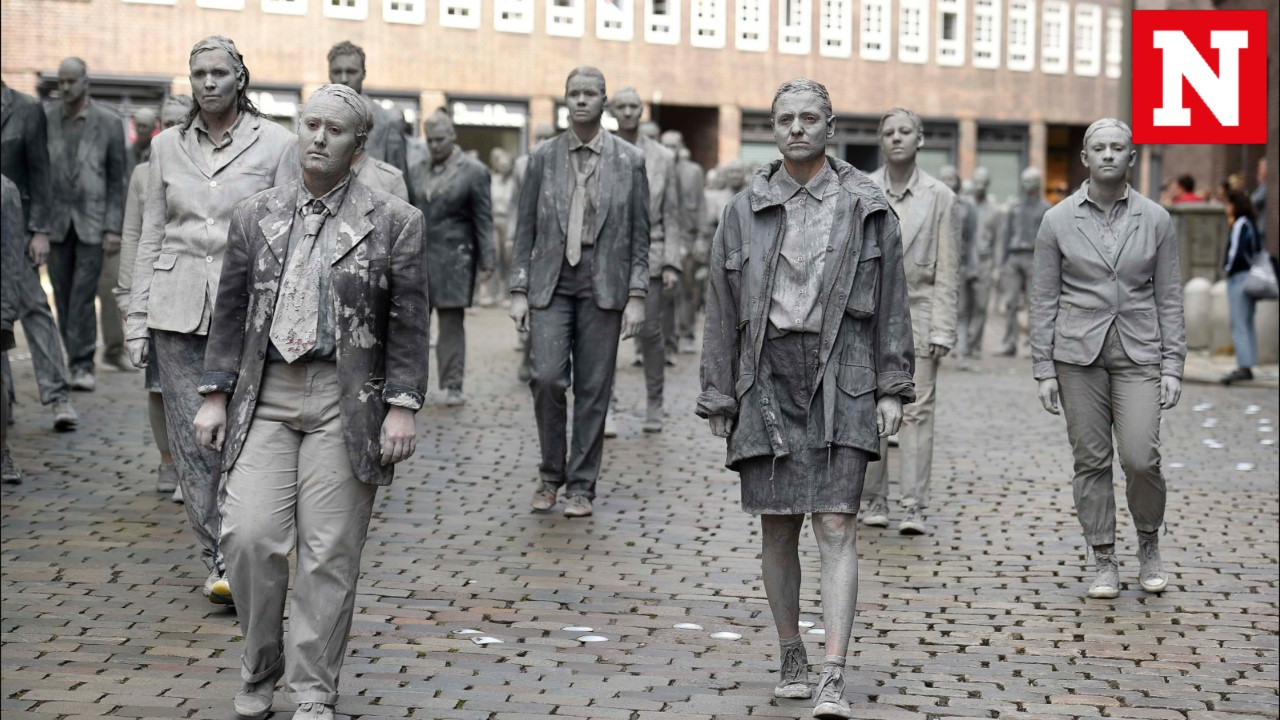 Welcome to Hell: 1,000 'zombies' protest on the streets of Hamburg, Germany