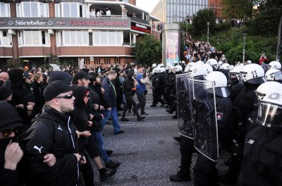 G20 protesters face Hamburg riot police