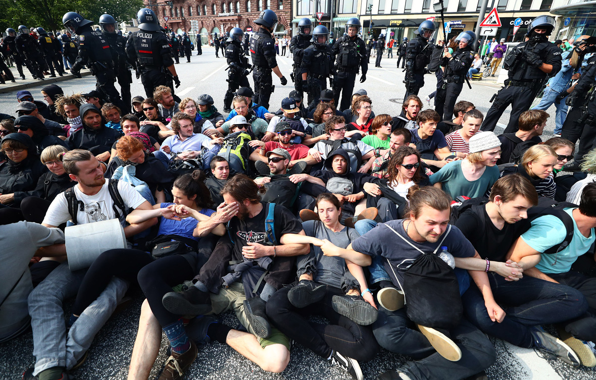 g20 summit 2017 photos of 39 welcome to hell 39 protests in hamburg. Black Bedroom Furniture Sets. Home Design Ideas