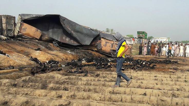 Pakistan oil tanker fire