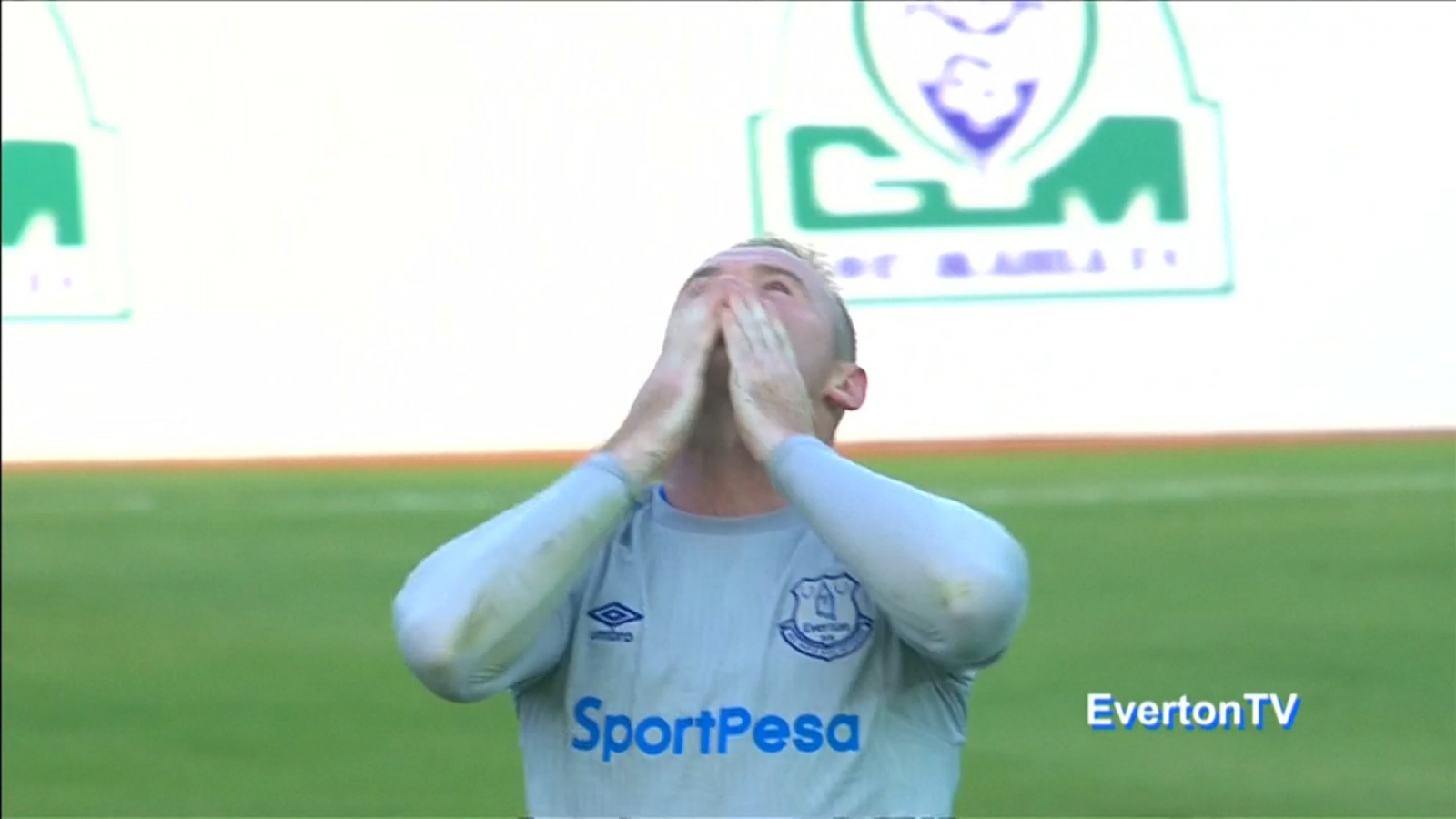 Wayne Rooney scores wonder goal on his first game back at Everton