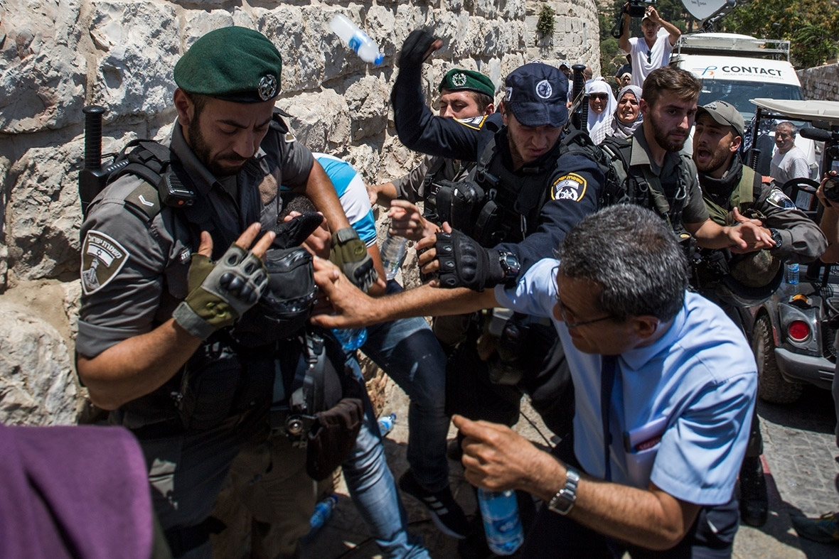Jew Detector: Israel Bars Young Muslims From Temple Mount Hours Ahead Of