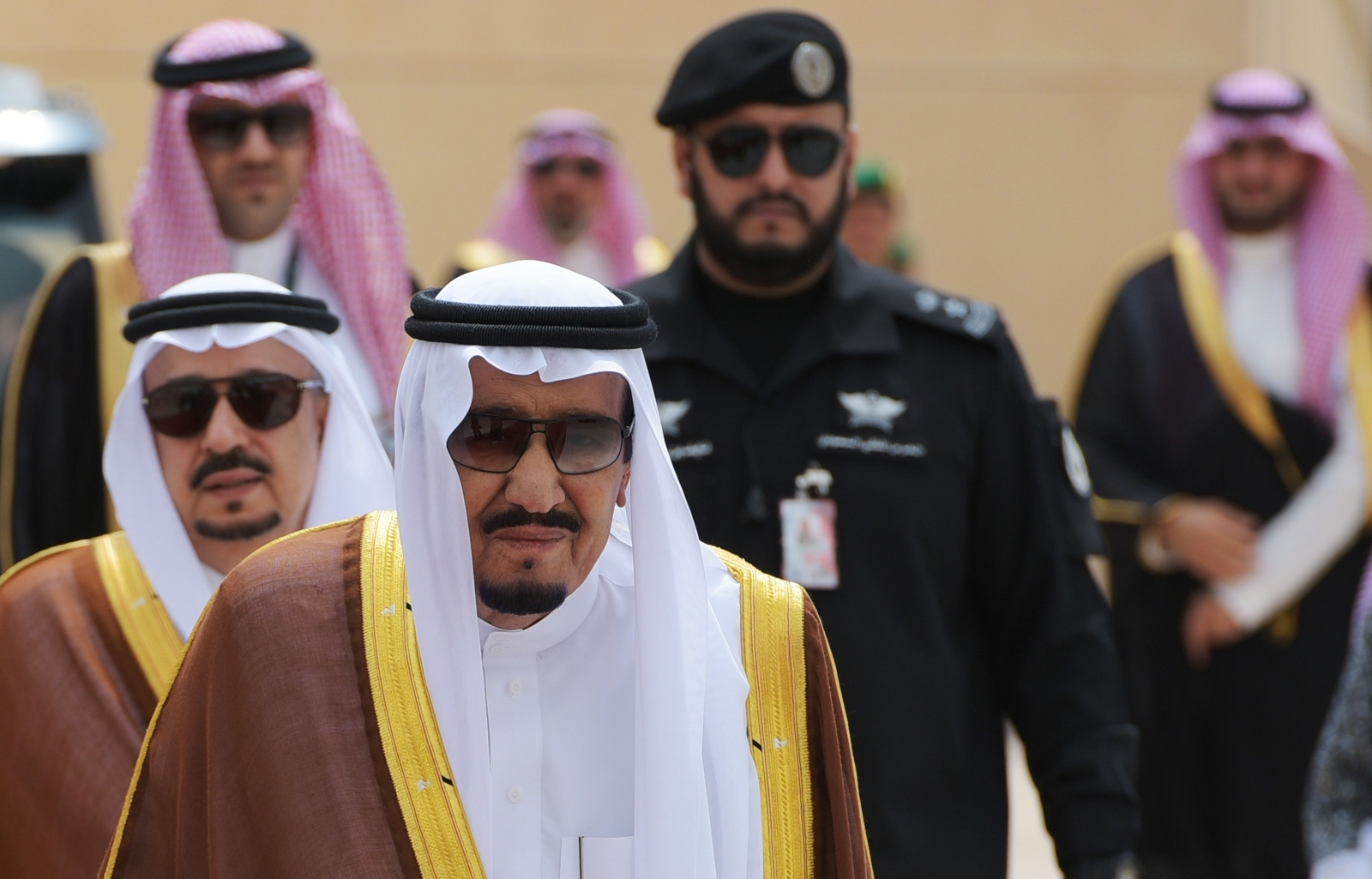 Saudi king goes on holiday, crown prince takes charge