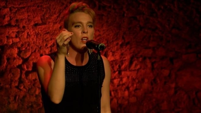 French singer Barbara Weldens dies on stage in concert