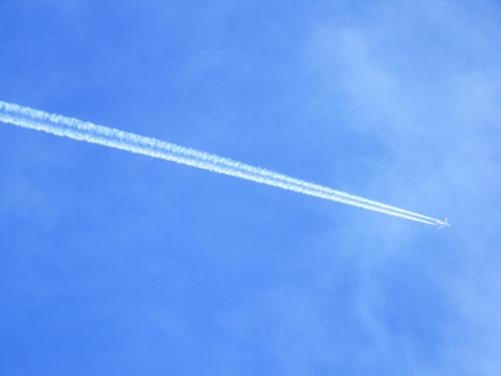 Aeroplane trail