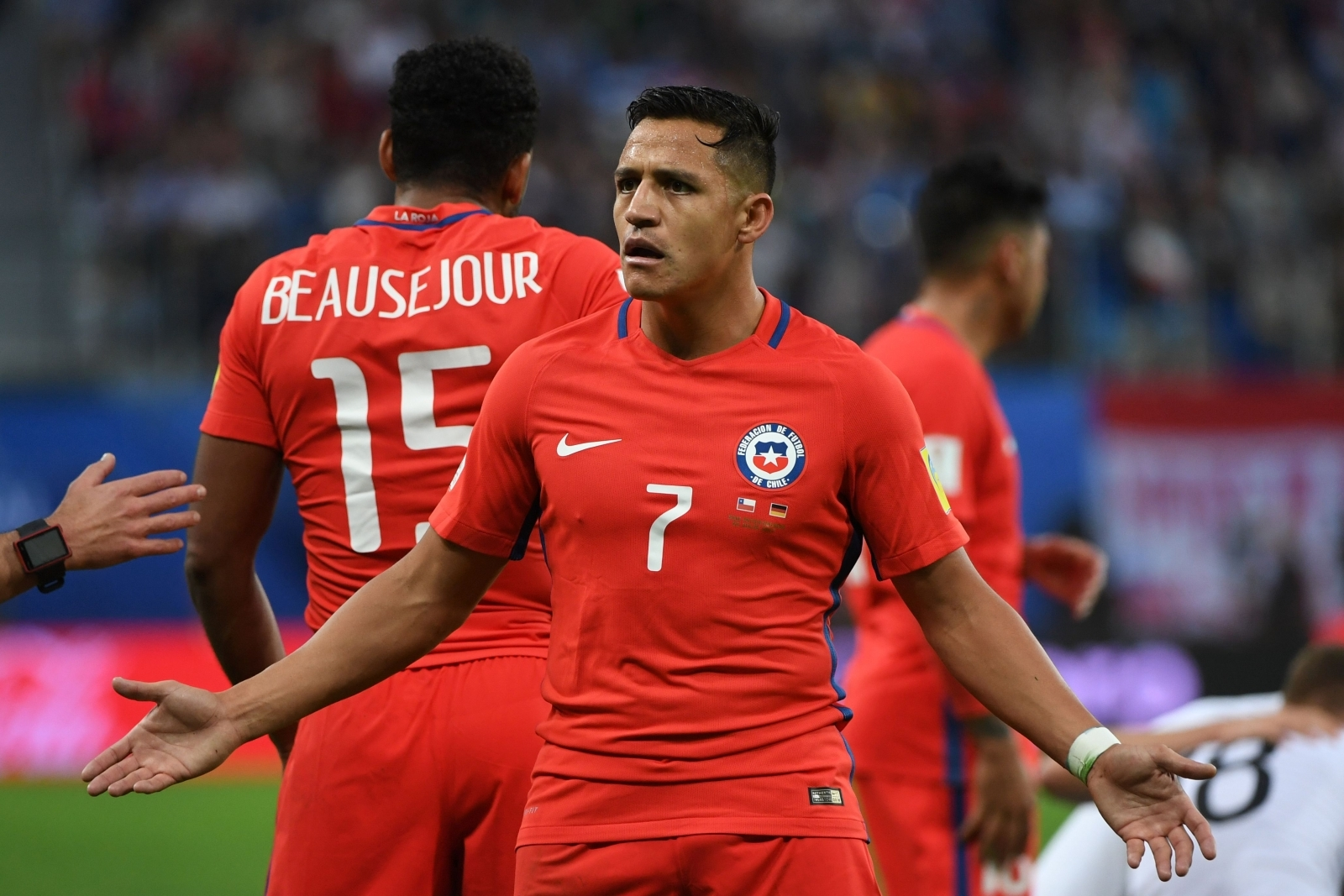 Arsene Wenger rules out Arsenal selling Alexis Sanchez to PSG