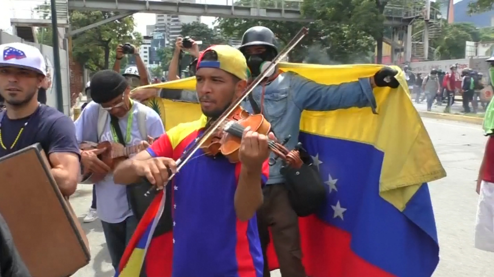 venezuela-protest-violinist-injured-as-youths-clash-with-security-forces