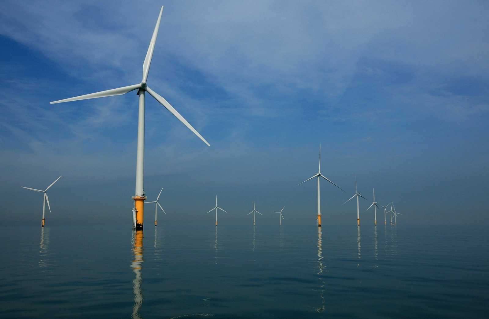 world's first floating offshore wind farm Hywind