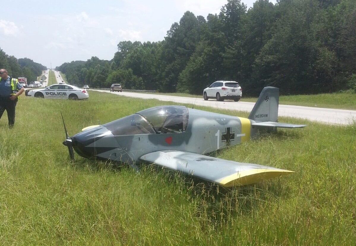 Small plane lands on Highway 316 in Gwinnett County