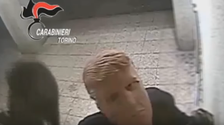 Brothers wearing Trump masks rob cash machines
