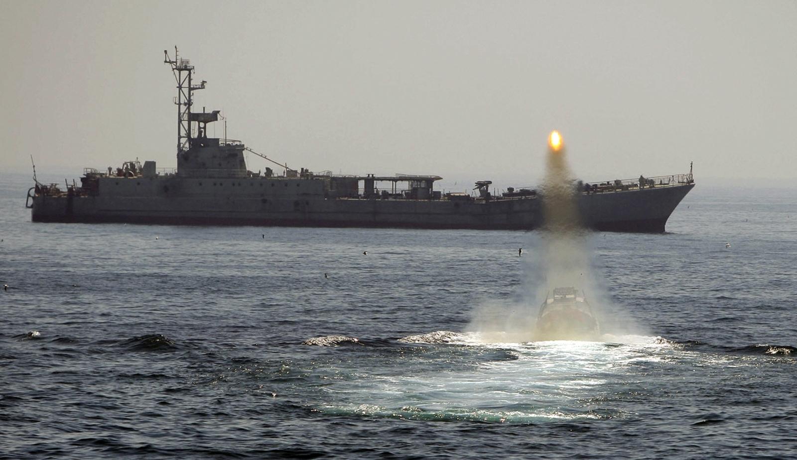 iran revolutionary guard navy warship drill