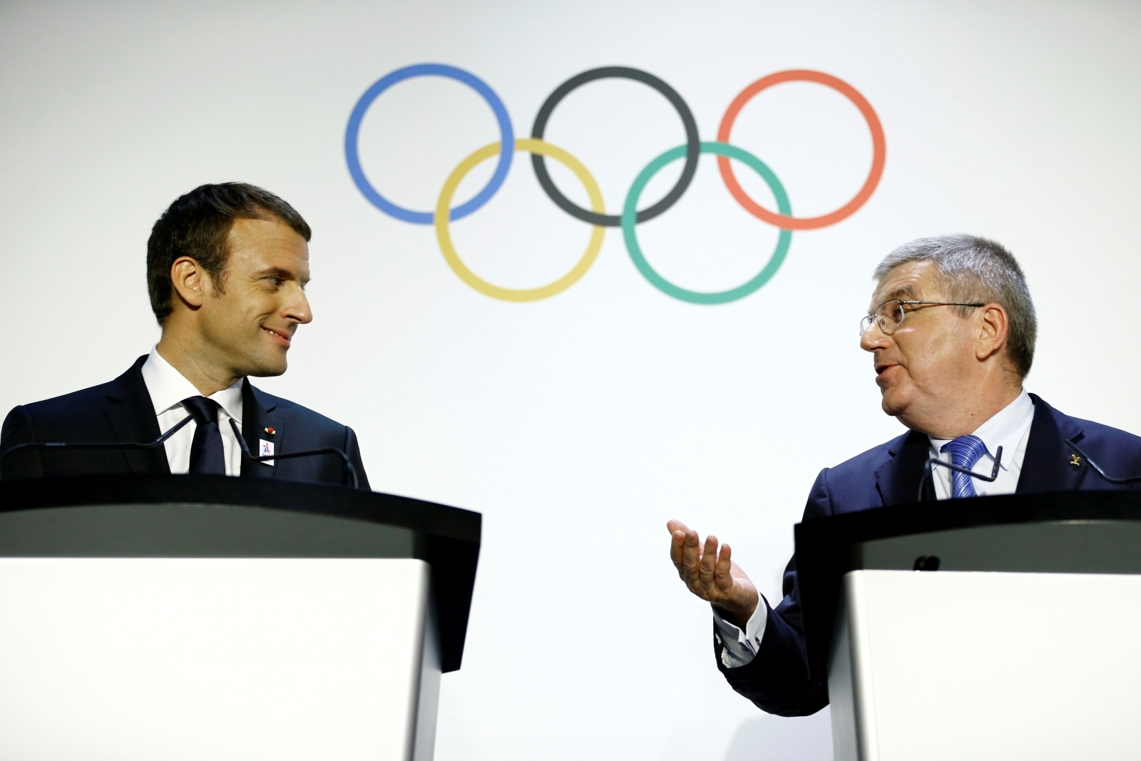 International Olympic Committee (IOC) President Thomas Bach (r) welcomes French President Emmanuel Macron (l) as head of the Paris 2024 candidate city delegation
