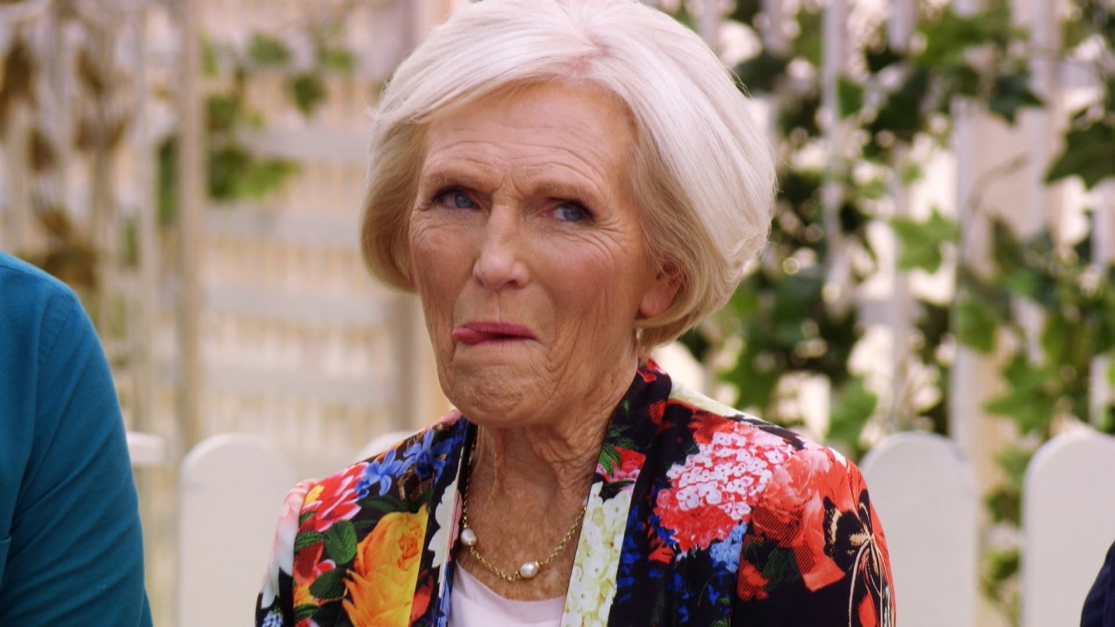 Britain S Best Cook Mary Berry And Claudia Winkleman To