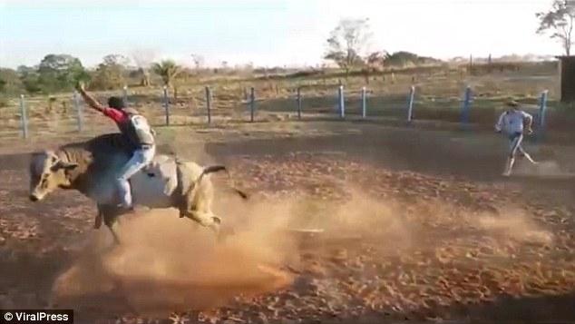 Wanderson Dias de Almeida riding a bull