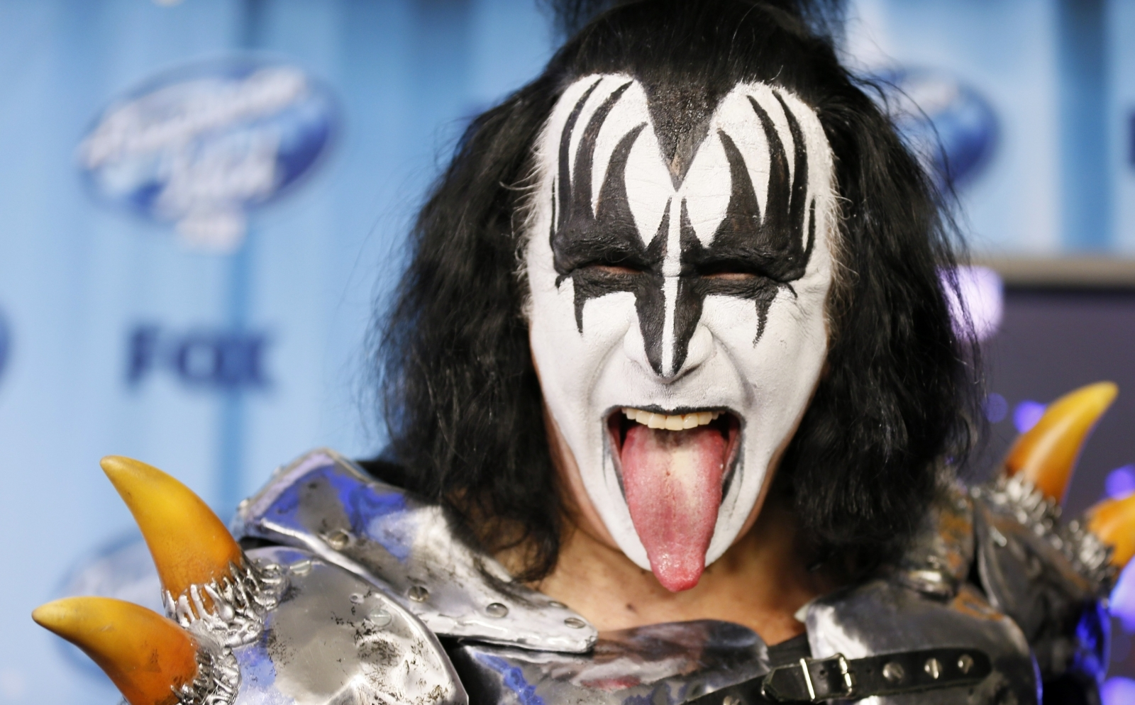39 this is real folks 39 kiss star gene simmons finds his doppelganger in a texas calf. Black Bedroom Furniture Sets. Home Design Ideas