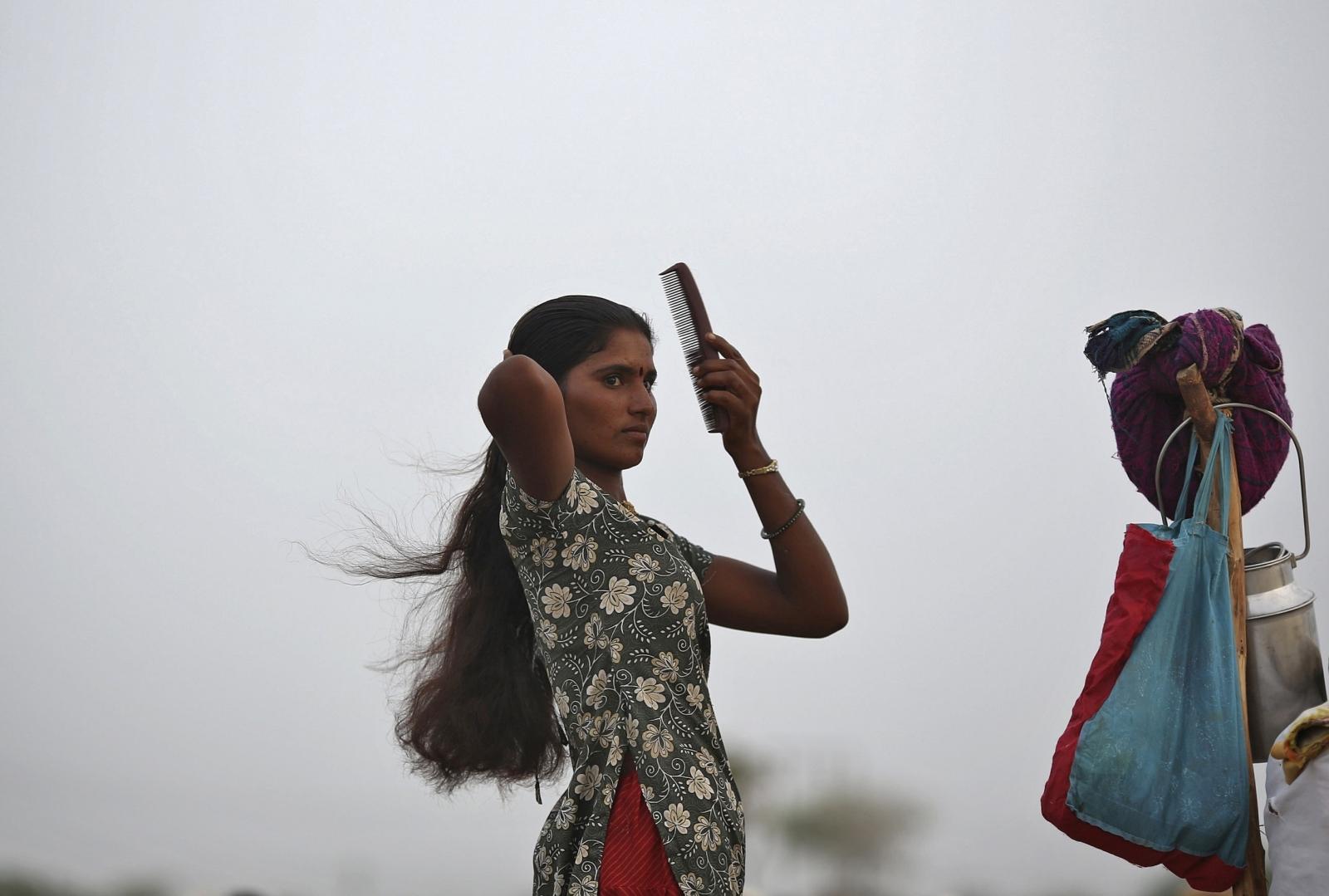 India women hair chopper
